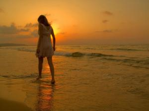 saness_walking girl alone sea